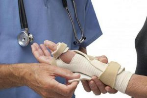 физкультура - сломала руки